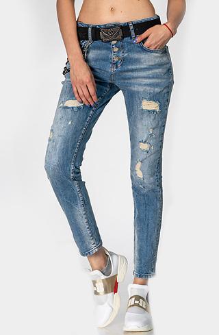 Накъсани памучни дънки с кожен колан