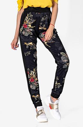 Спортно-елегантен панталон с принт