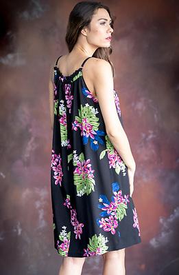 Къса лятна рокля на цветя в черно