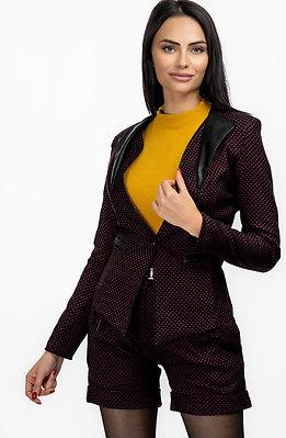 Стилен комплект от сако и къси панталонки