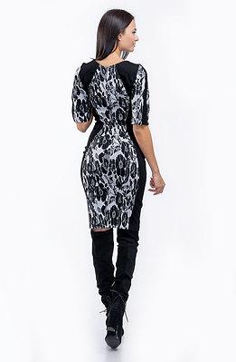 Стилна рокля от жакард в черно-бял десен