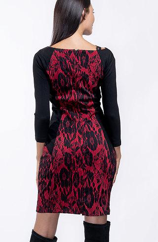 Стилна рокля с 7/8 ръкав от червен жакард