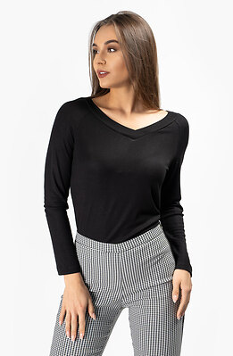Черна блузка с V-образно деколте