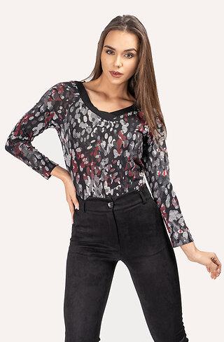 Блузка с V-образно деколте