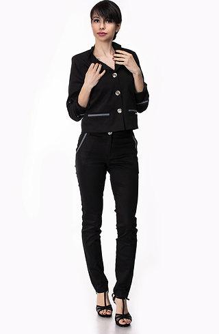 Стилен дамски костюм от сако и панталон