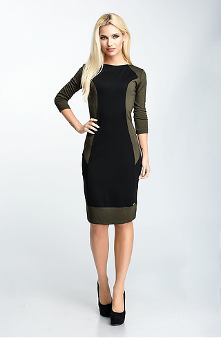 Стилна рокля с 7/8 ръкав в двуцветен мотив