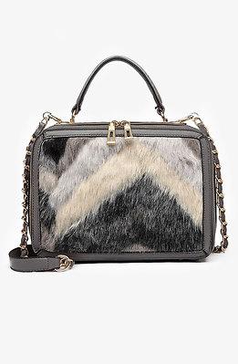 Дамска чанта от черно-бял пух в сив десен