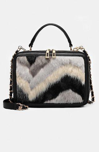 Дамска чанта с орнамент от черно-бял пух