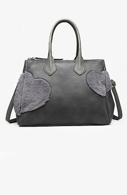Дамска чанта с акцент от пухени сърца в сиво