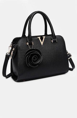 Черна дамска чанта с аксесоар роза