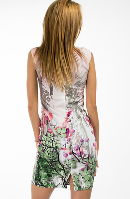 Къса рокля без ръкав