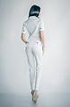 Дамски костюм от сако и панталон в бял цвят