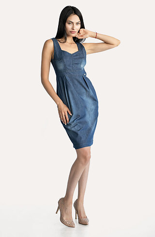 Дънкова рокля с висока талия и презрамки