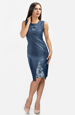 Къса рокля от летен деним с флорален акцент
