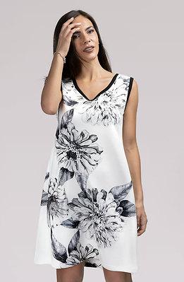 Бяла рокля трапец с апликация
