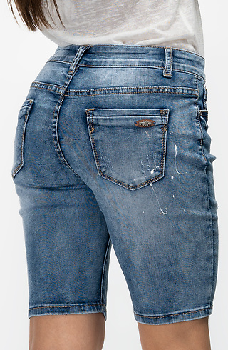 b57c4371897 Къси накъсани дънки в светло синьо