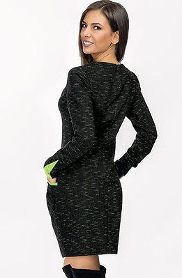 Спортно-елегантна рокля със зелен акцент