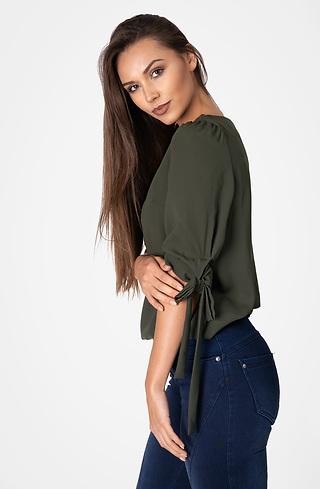 Блуза с ефектни ръкави